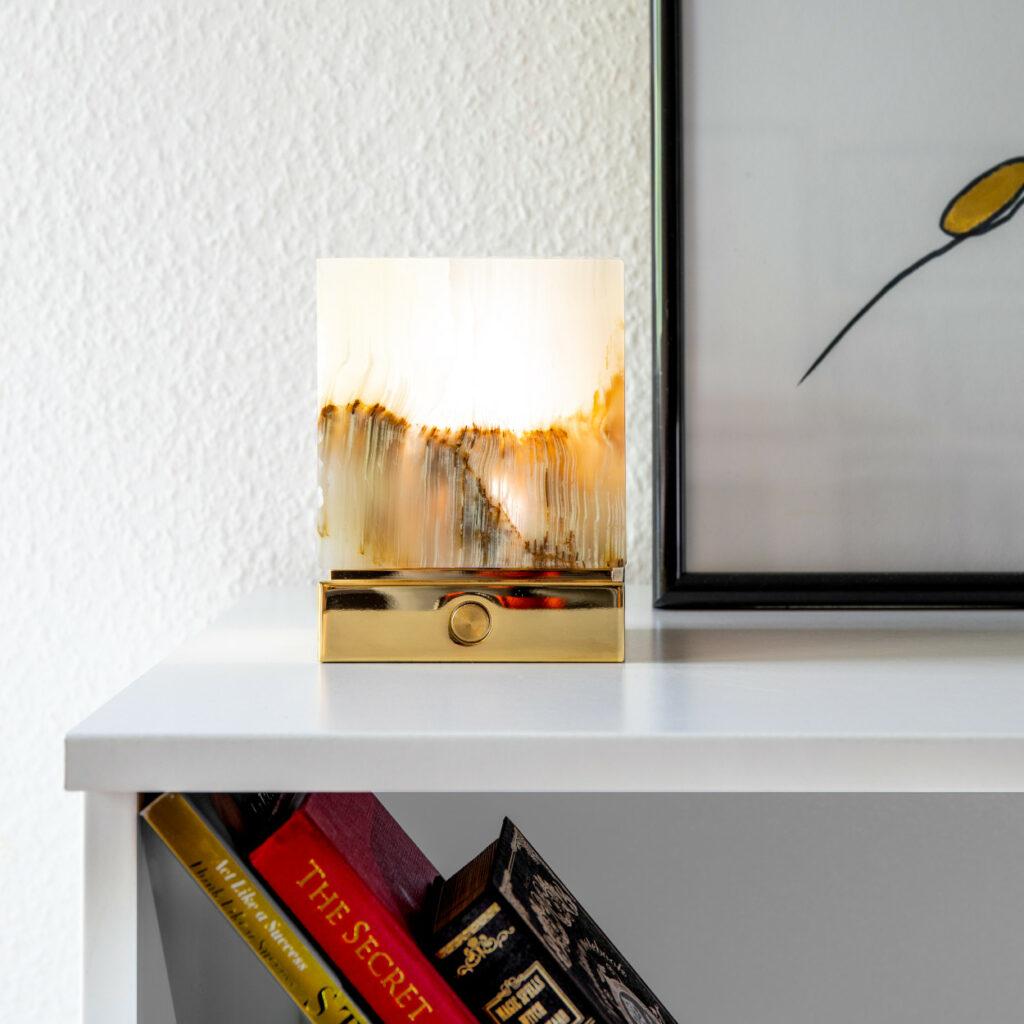 Onyx Designer Lamp ITSU One on sideboard