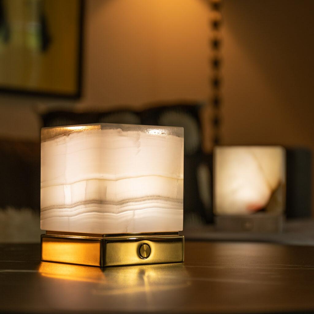 Onyx Designer Lamp ITSU One in living room