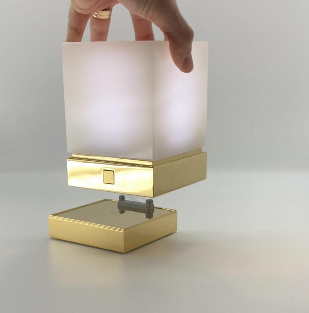 Onyx Designer Lamp ITSU One put on charging tray