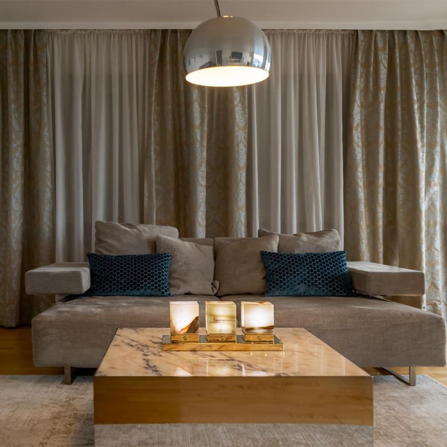 Onyx Designer Lamp ITSU Trio in living room