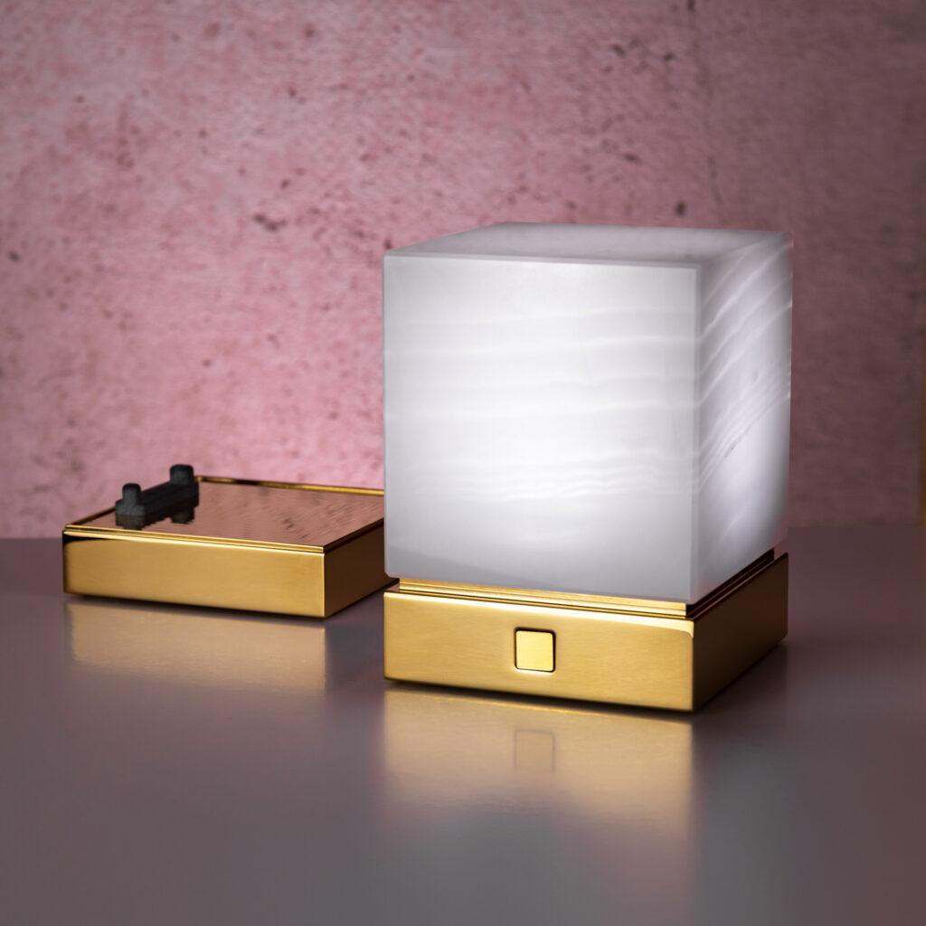 Onyx Designer Lamp ITSU One next to charging tray
