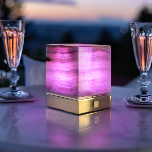 Onyx Designer Lamp ITSU One with violet color setting